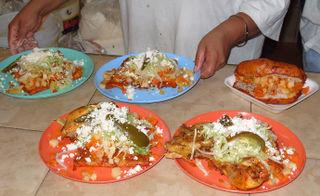 Pambazo y enchiladas