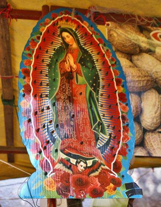 Nuestra Señora de Guadalupe con Cacahuates