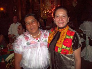 Benedicta con Cynthia, Ricardo atrás
