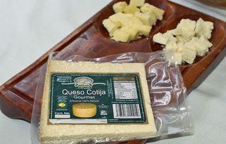 Queso Desayuno Cheese Board