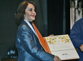 Ana Pellicer with the award