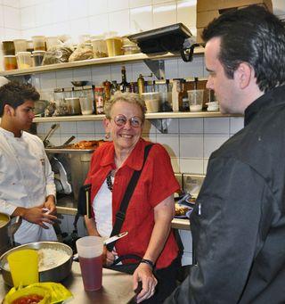 JASO Cristina y Jared in the Kitchen