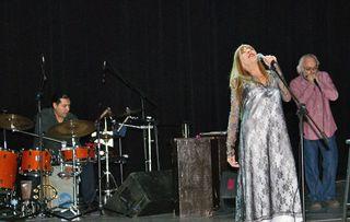 Betsy Concierto Con Drums y Harmonica