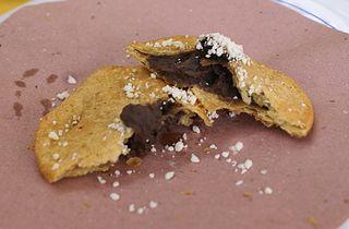 Titita Empanada de Frijol con Hoja de Aguacate