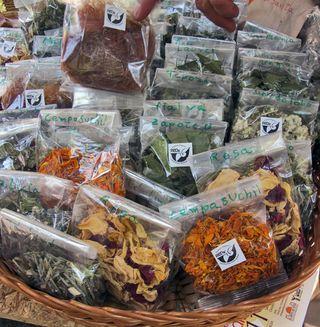 Mercado 100 Hierbas y Especias