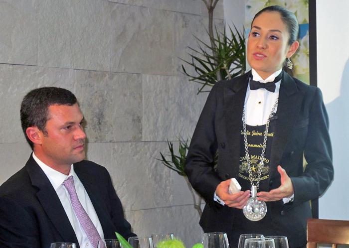 IZOTE Brandon Milmo con Sommelier Claudia Juárez