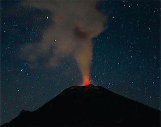 Atl Popcatepetl de Noche abril 2012