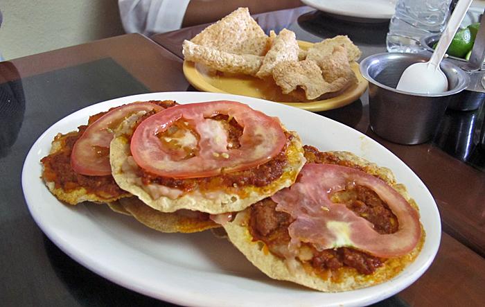 Pozole Moctezuma Tostadas de Chorizo