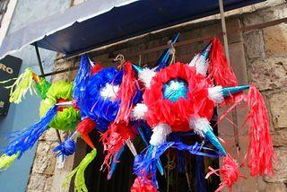 Piñatas en la Puerta