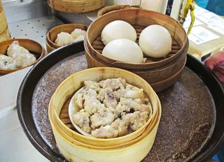 Jing Teng Bao Sweet Bean Paste y Steamed Pork with Bones