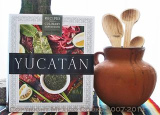 Yucatán Book with Olla