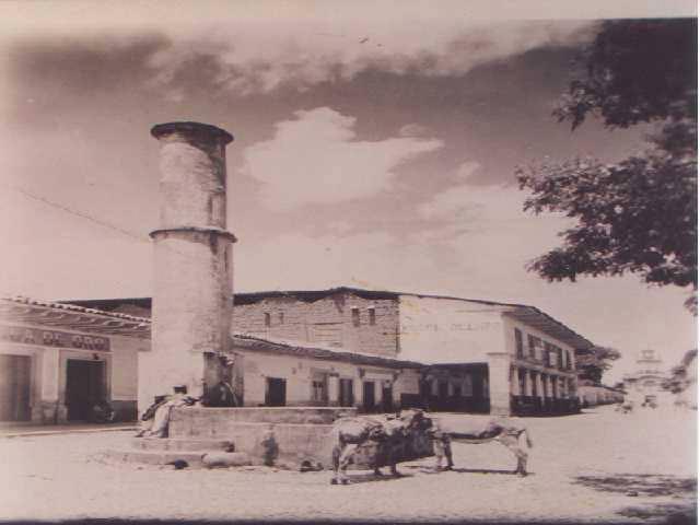 Plaza Chica Pátzcuaro con Torre