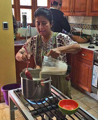 Clase Celia Pone Masa y Agua a la Sopa MC