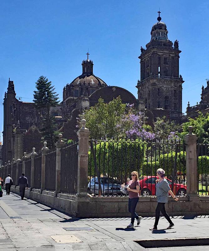 Detrás de la Catedral CDMX marzo 2017 1