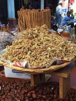Ocotlán Mercado Venta de Rosita y Semilla de Mamey MC