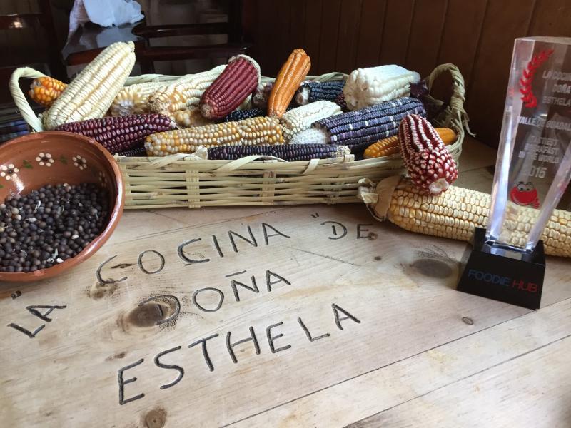 Doña Esthela Maíces y Premio
