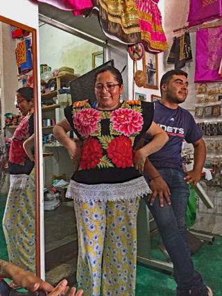 Silvana Sr. Nancy González Bizuudi Huipiles