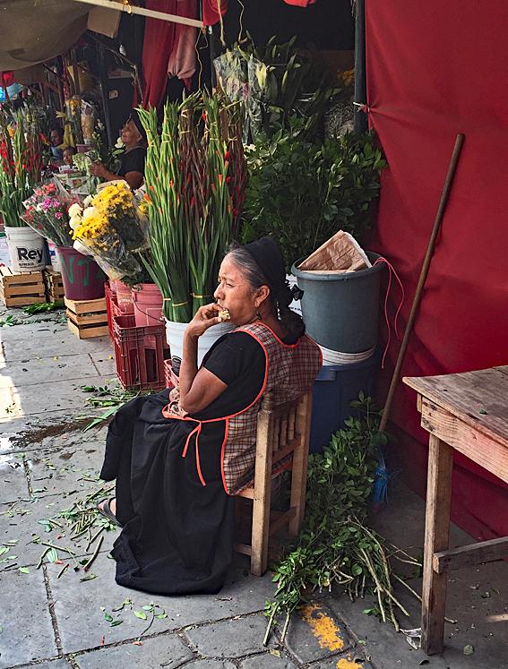 Silvana Juchitán Mercado Vendedora de Flores