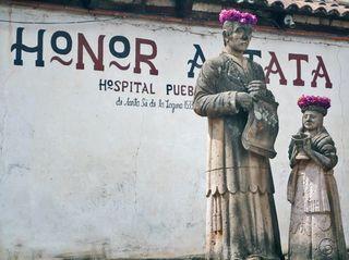 Don Vasco de Quiroga con Corona de Flores