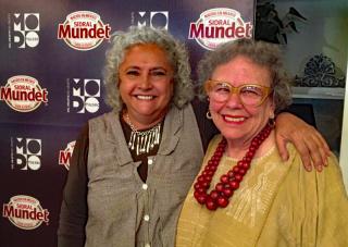 Laura Esquivel con Cristina 1A