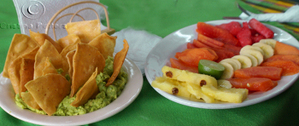 Fruit_plate_with_guacamole_copy