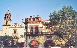 Plaza_mariachi_y_templo_san_juan_de