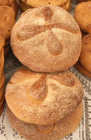 de muerto for the day of the dead pan de muerto recipe pan de muerto ...